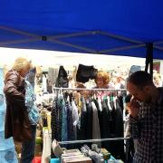 Straßenmarkt, Flohmarkt, Trödelmarkt