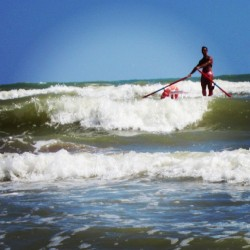 Rettungsschwimmer in rauher See